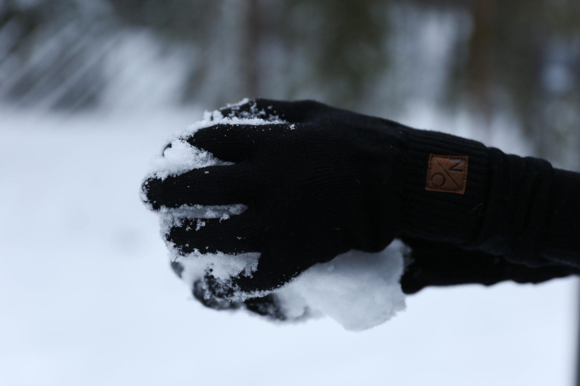 Mustat North Outdoorin sormikkaat.